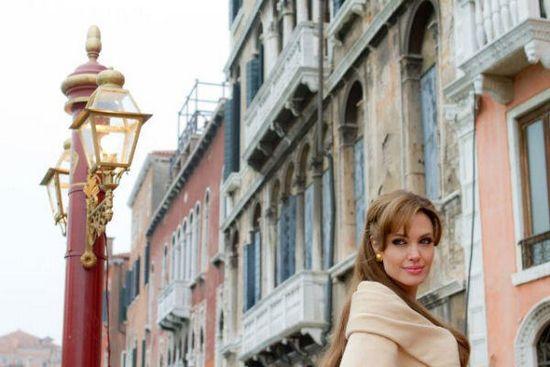 Анжелина джоли: «у меня вместо высокого разреза – бант на попе»