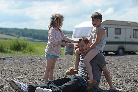 Кино недели: «афера по-английски» с майклом фассбендером, «сплит» найта шьямалана и «красавица и чудовище» 16+