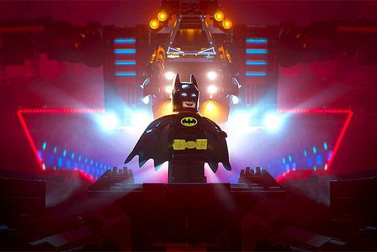 Кино недели: «лего фильм: бэтмен», «обитель зла: последняя глава», «дорога чести»