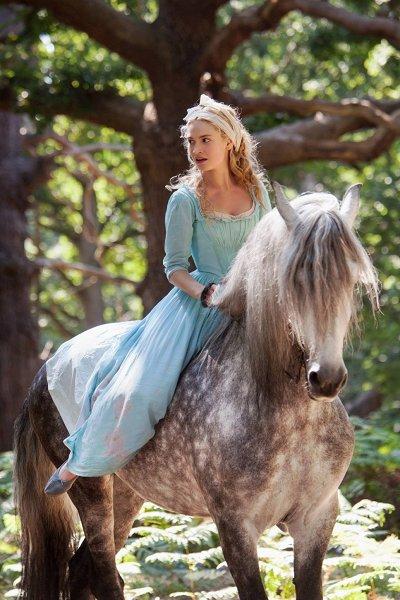 Лили джеймс: барышня-дворянка