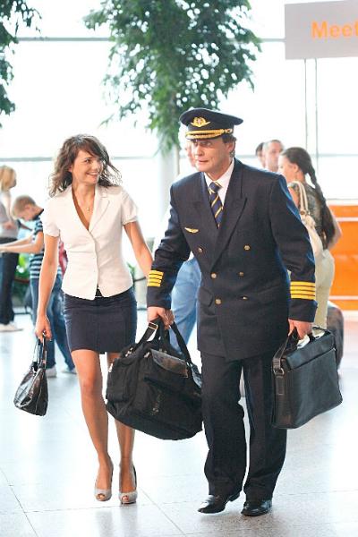 «Пилот международных авиалиний»: александр домогаров сел за штурвал самолета