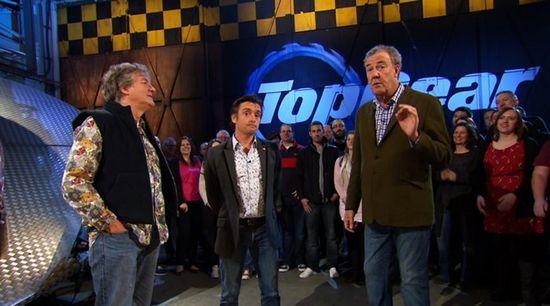 Ведущие шоу topgear устроили гонки по санкт-петербургу